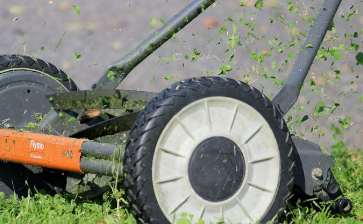 sharpen-lawn-mower-blades-step-by-step